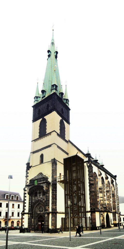 kostel se šikmou věží 2016